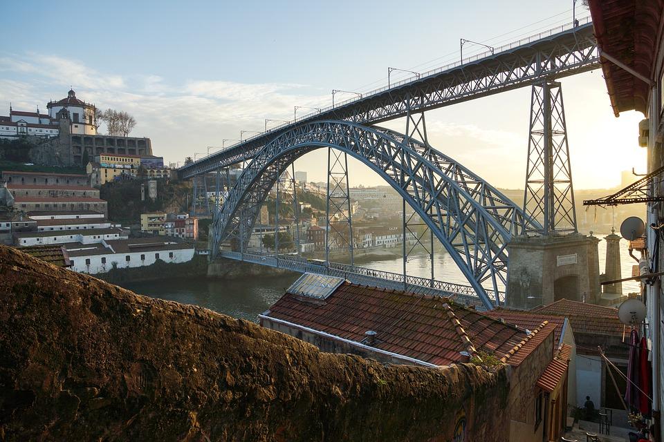 most přes řeku v Portu