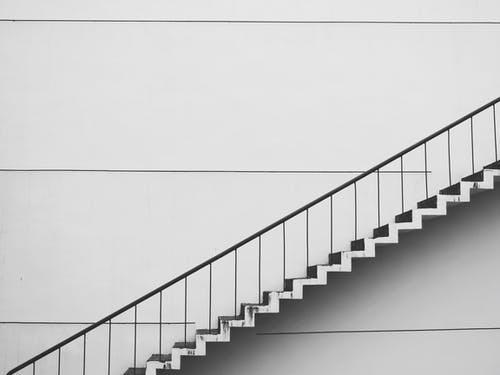 Jak vybrat materiál pro schodišťové zábradlí? Víte, který materiál je ten nejlepší?